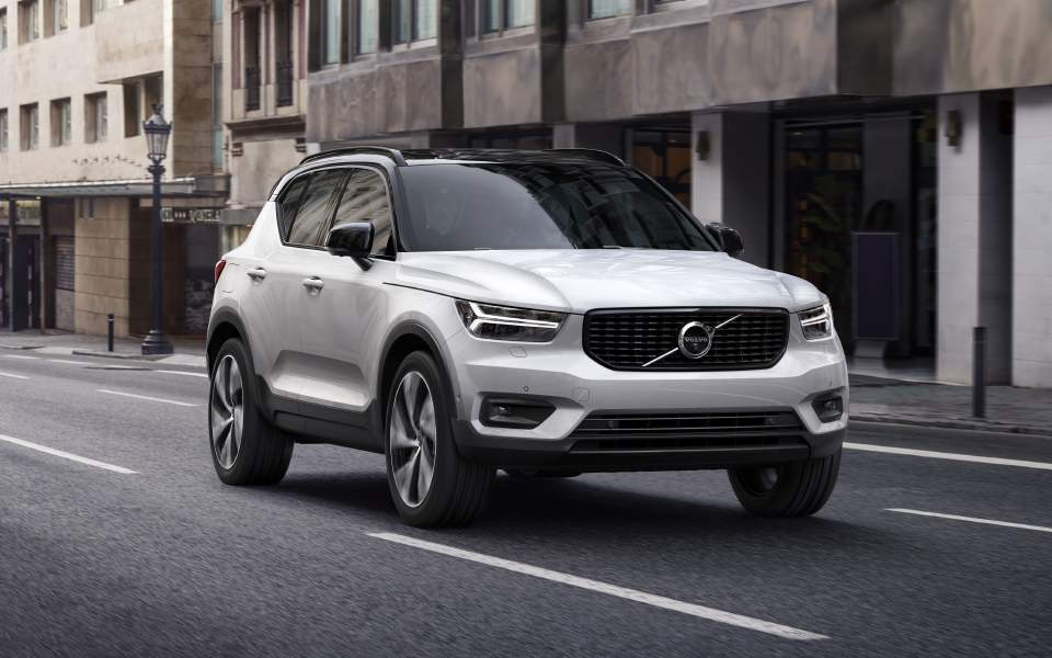 the-new-volvo-xc40-r-design---crystal-white-w-contrasting-black-roof_21