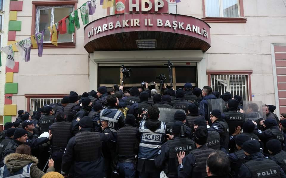 riot-police-_1