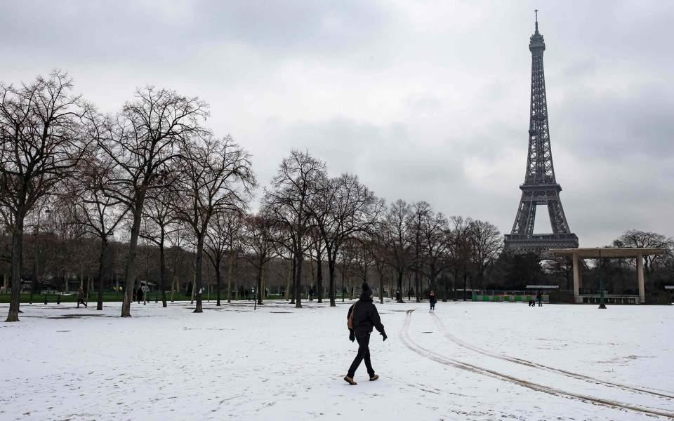 snow-in-pari_1