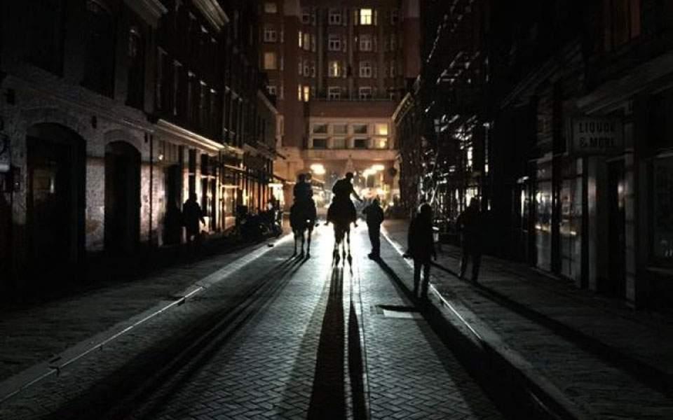 blackout-amsterdam-27-marzo-2015-800x600