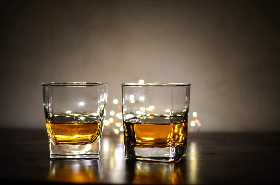 alcohol-background-bokeh-928902