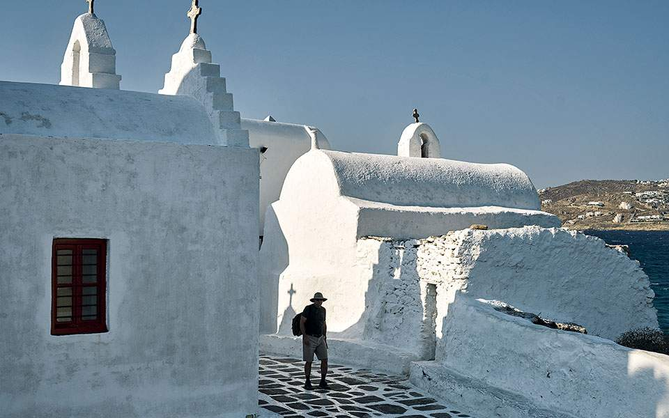 mykonos--panagia-paraportiani-a-cluster-of-five-chapels-built-on-top-of-one-another