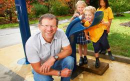1-huw-kingston-with-bundy-on-tap-fountain-and-thirsty-schoolkids