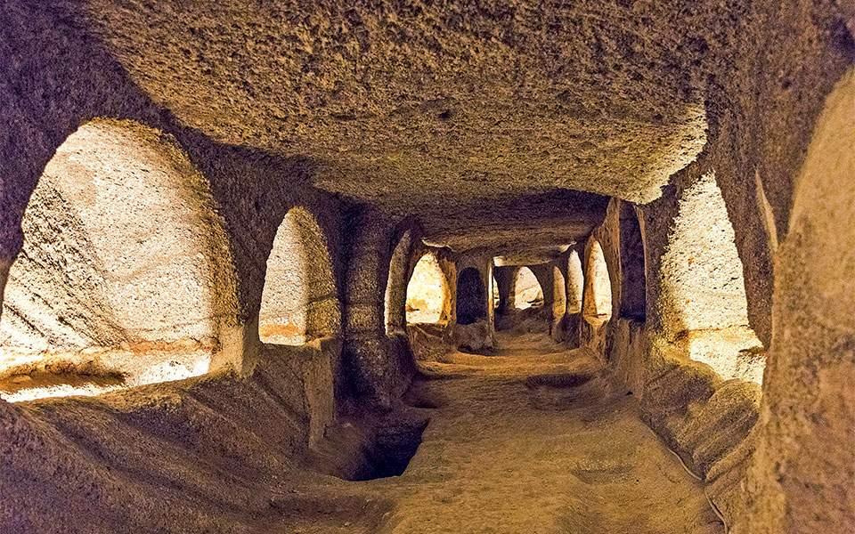 72-katakomves