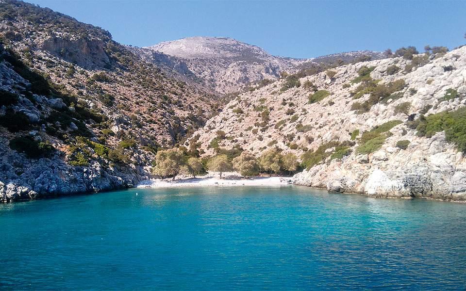 kalymnos-cove-2-heinrich-hall-peter-sommer-travels
