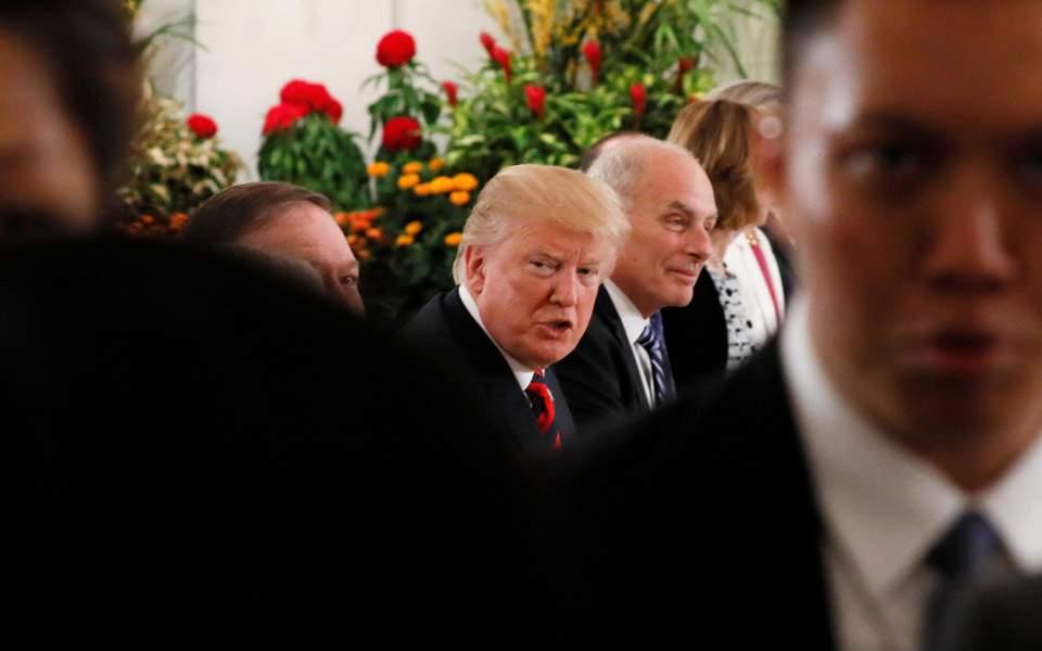 Τηλεφωνική συνομιλία Μουν Τζε Ιν - Τραμπ ενόψει της ιστορικής συνάντησης.  ×. u s -preside--2. ΕΤΙΚΕΤΕΣ  Διπλωματία f2439bc1390