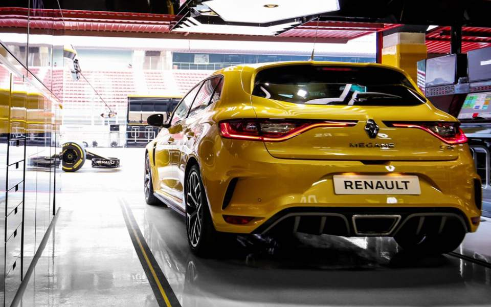 21214163_2018_-_new_renault_m_gane_r_s_trophy_and_the_renault_r_s_18_single-seater