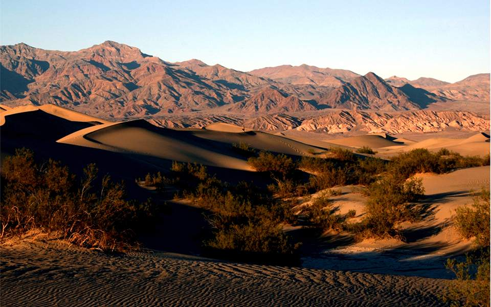 sand_dunes_in_death_valley_national_park