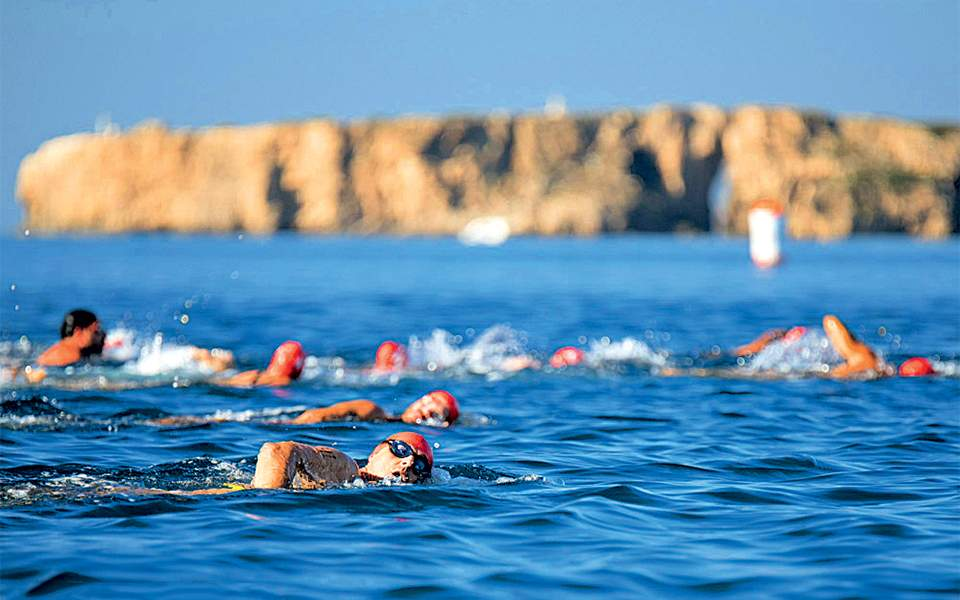 2-navarino-challenge-swimming_by-elias-lefas