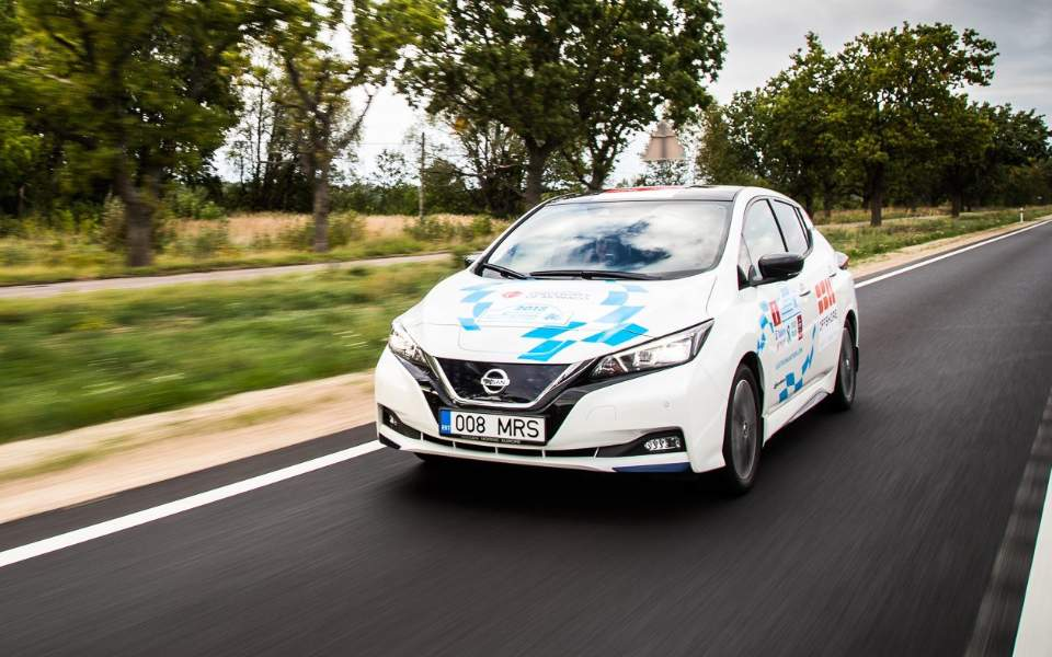 nissan_leaf_powers_marathon_across_europe-3
