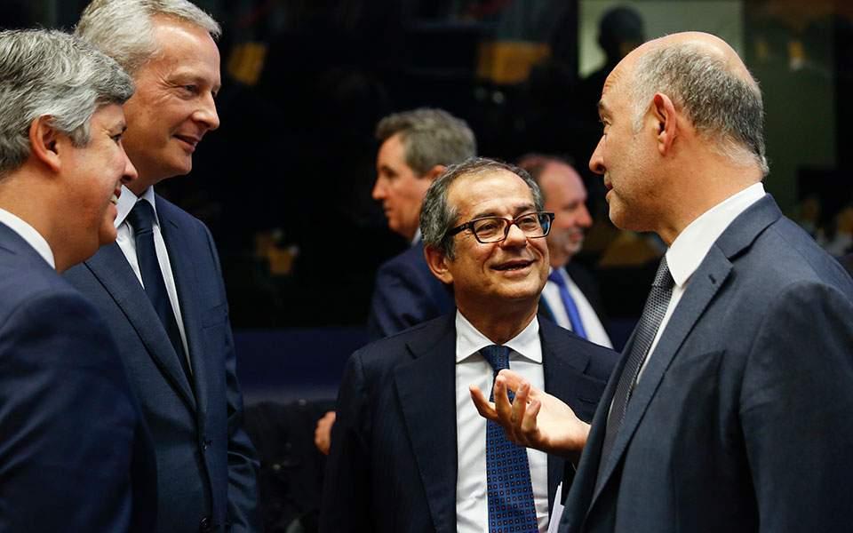 """Δύσκολο """"τεστ"""" το Eurogroup για τον Ιταλό ΥΠΟΙΚ μετά τη """"νύχτα του 2,4%"""""""