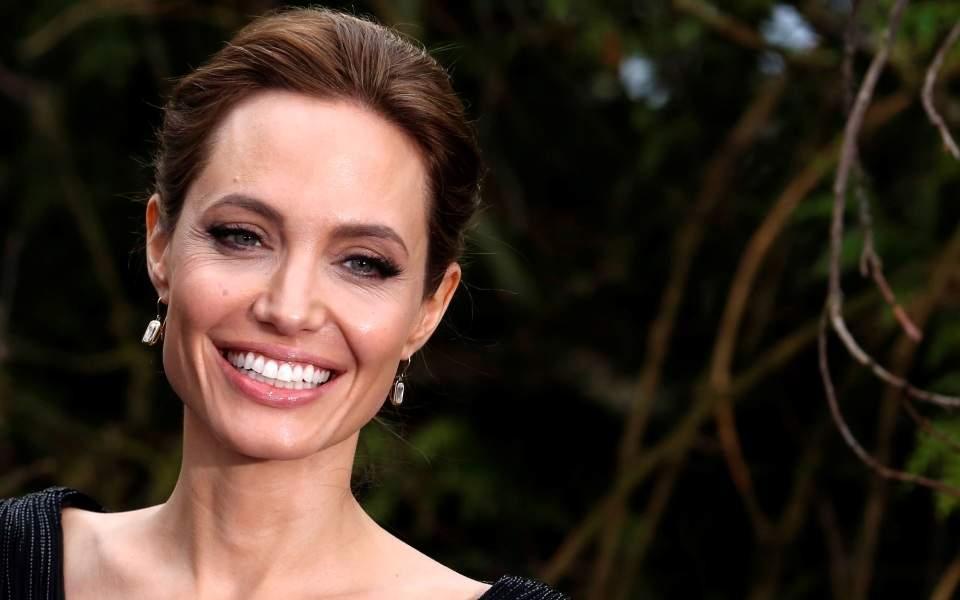 Angelina Jolie τζολι