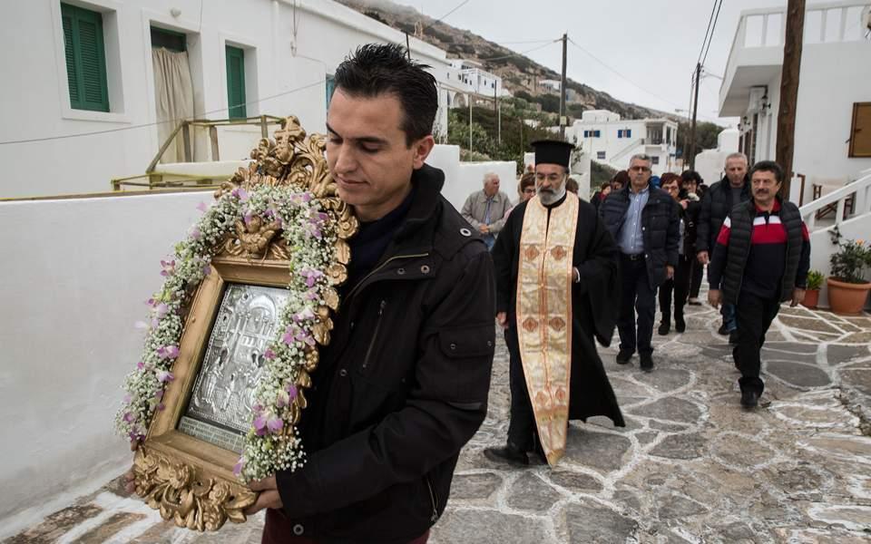Η Παναγία στη Σίκινο μένει μόνο μία μέρα στον ναό της