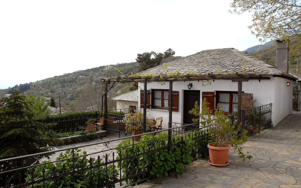 classic-house--pagasitikos-gulf-view-40-m-_2
