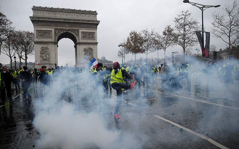 tear-gas-fil