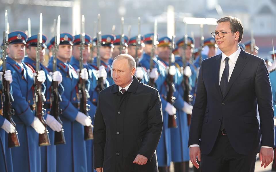 71b1bfb3150a Τιμητικό άγημα στο Βελιγράδι επιθεωρούν ο Σέρβος πρόεδρος Αλεξάνταρ  Βούτσιτς και ο Ρώσος ομόλογός του