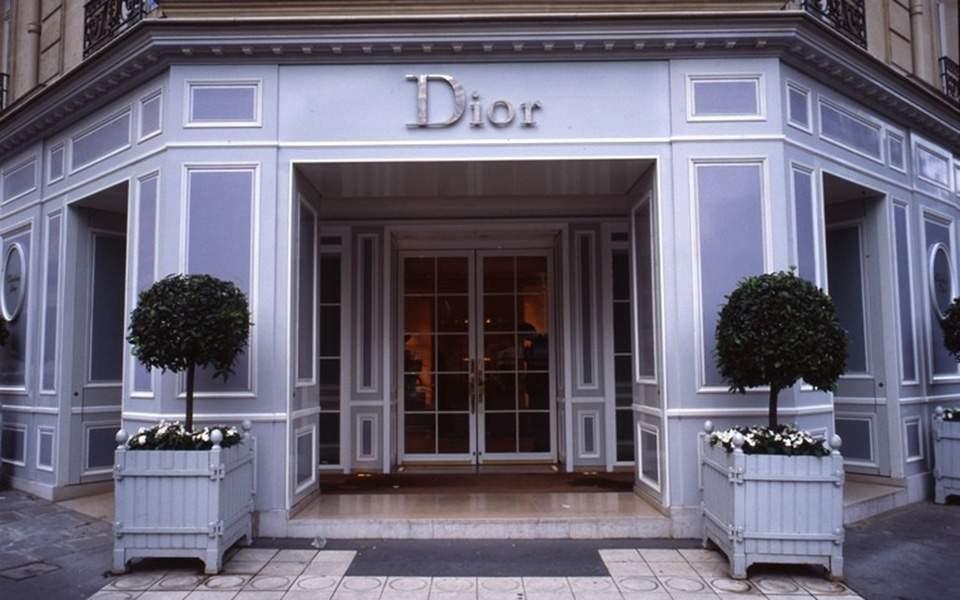 d7c86ac40b Τα «κίτρινα γιλέκα» αναστάτωσαν ντεφιλέ του Dior