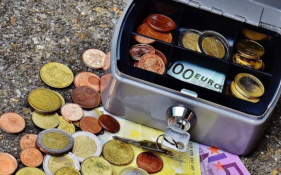 bank-banknotes-bills-210622