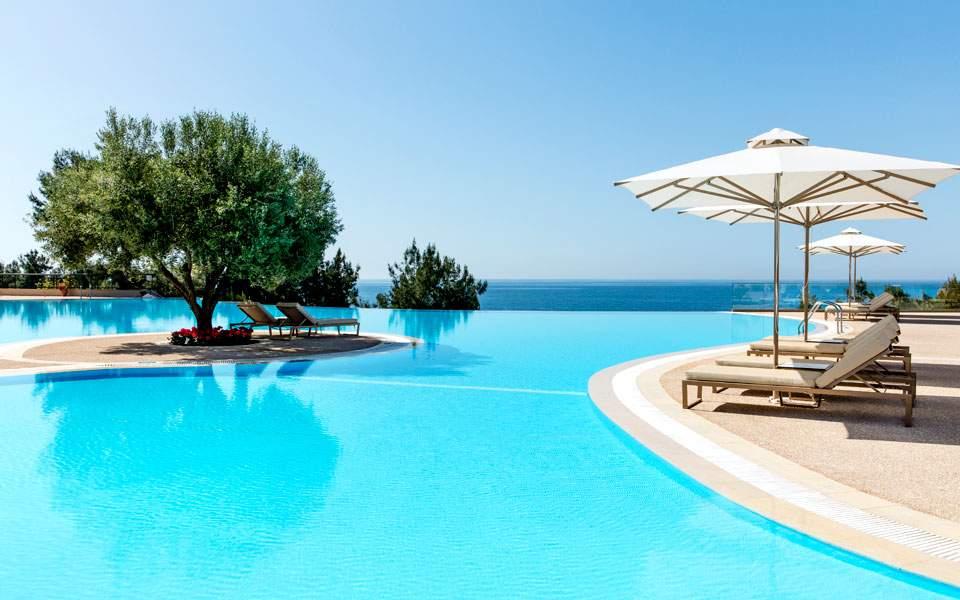 ikos-oceania-main-pool