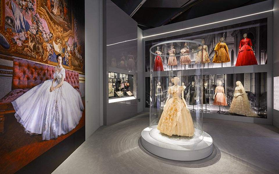va_christian-dior-designer-of-dreams-exhibition_dior-in-britain-section-c-adrien-dirand-6-2-copy