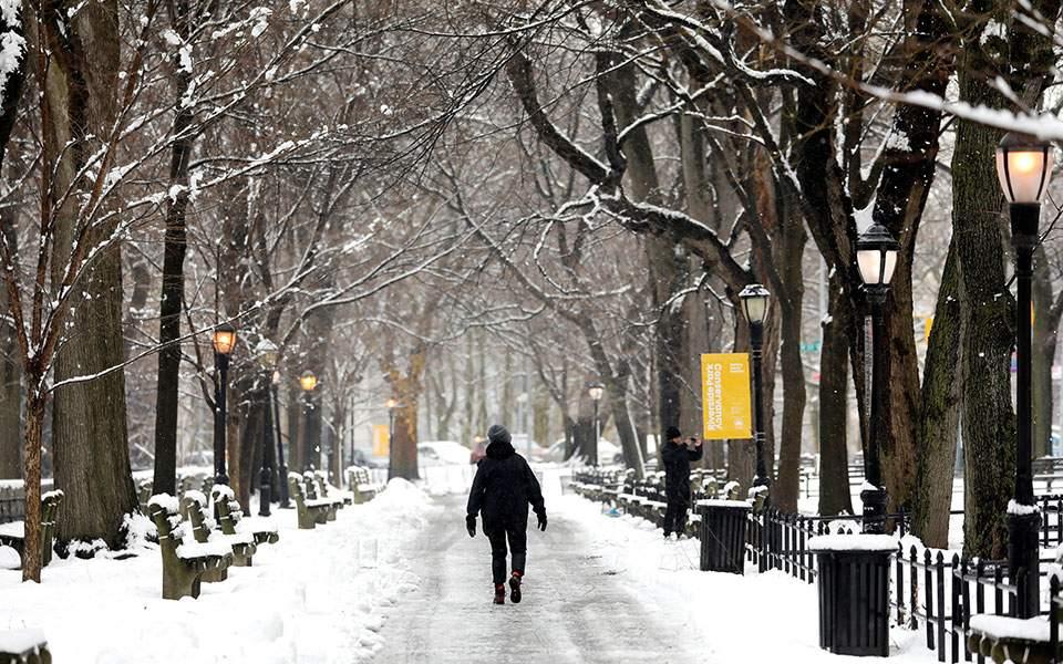 496f3b1fcb Σε κλοιό χιονιά οι βορειοανατολικές ΗΠΑ – Σφοδρή χιονοθύελλα στη Νέα Υόρκη ( φωτογραφίες)