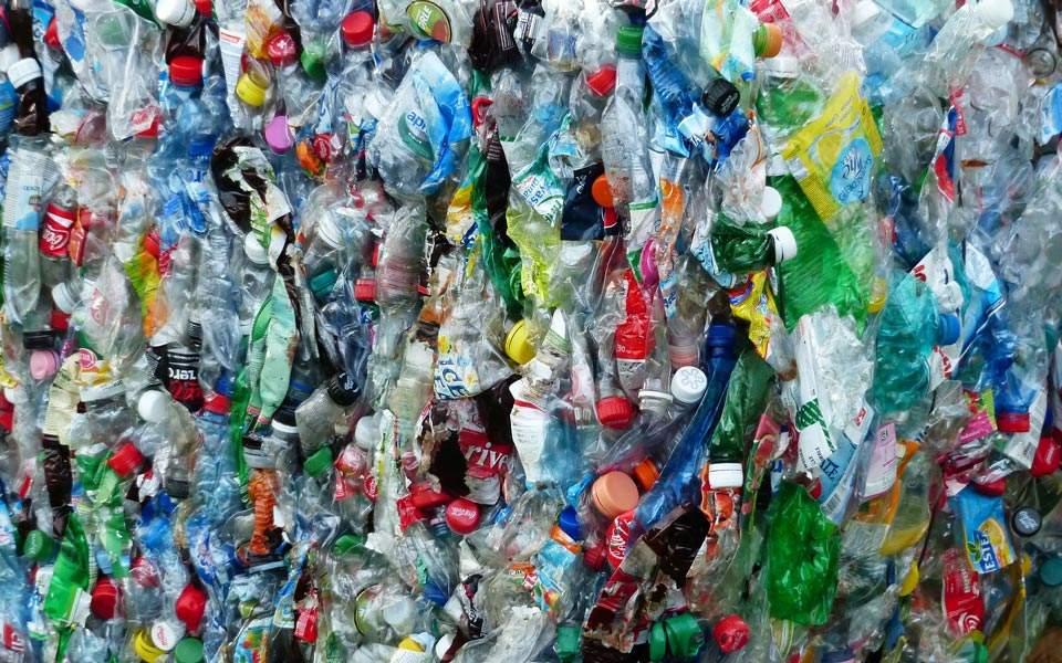 plastic-bottles-115082_1920
