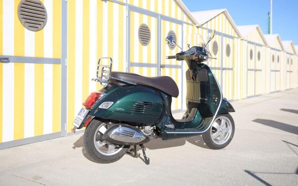 38-vespa-gts-touring-300-hpe