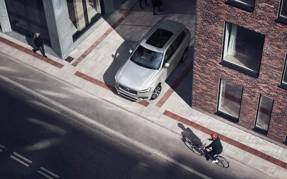 253953_volvo_cars_and_poc_develop_world-first_car-bike_helmet_crash_test_