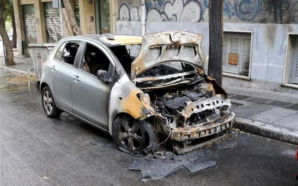 Τρεις εμπρησμοί αυτοκινήτων τα ξημερώματα σε Ασπρόπυργο και Αλιμο