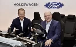 volkswagen-ceo-dr-herbert-diess-ar--ford-ceo-jim-hackett-d_2