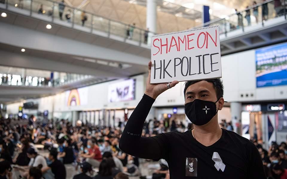 Κλιμακώνεται η αντιπαράθεση στο Χονγκ Κονγκ