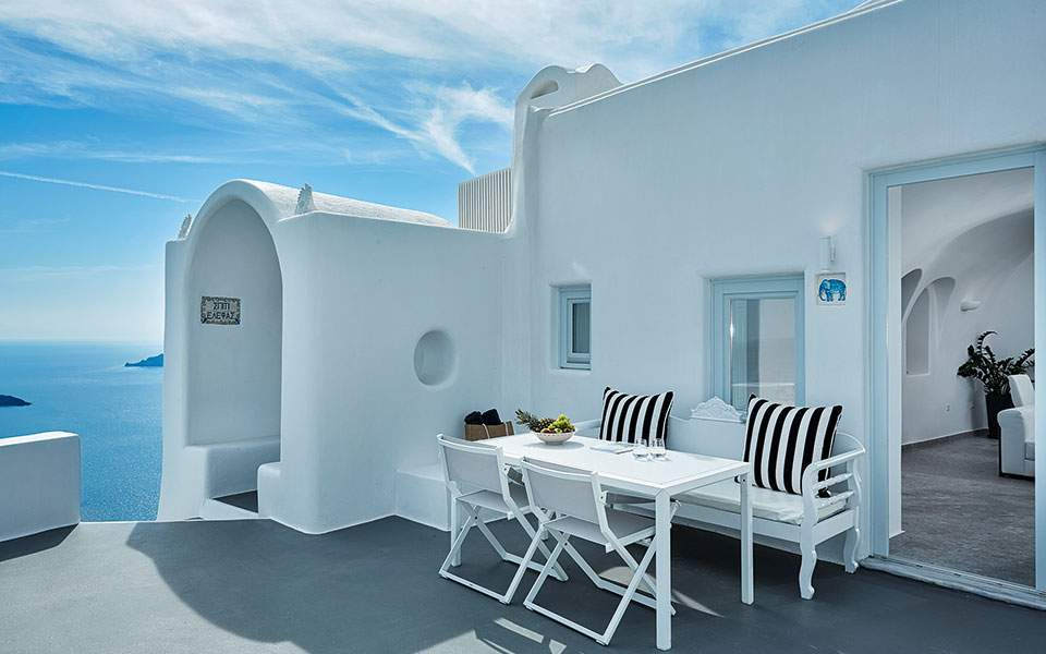 eden-villas-by-canaves-oia---superior-two-bedroom-villa-with-plunge-pool-24