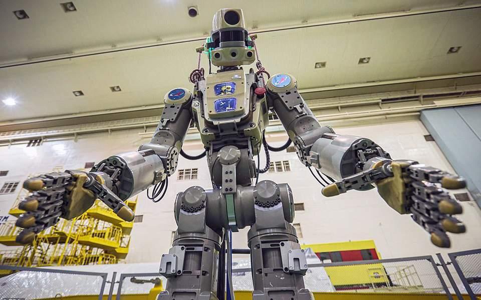 online ραντεβού ρομπότ χάλκινα κηροπήγια που χρονολογούνται