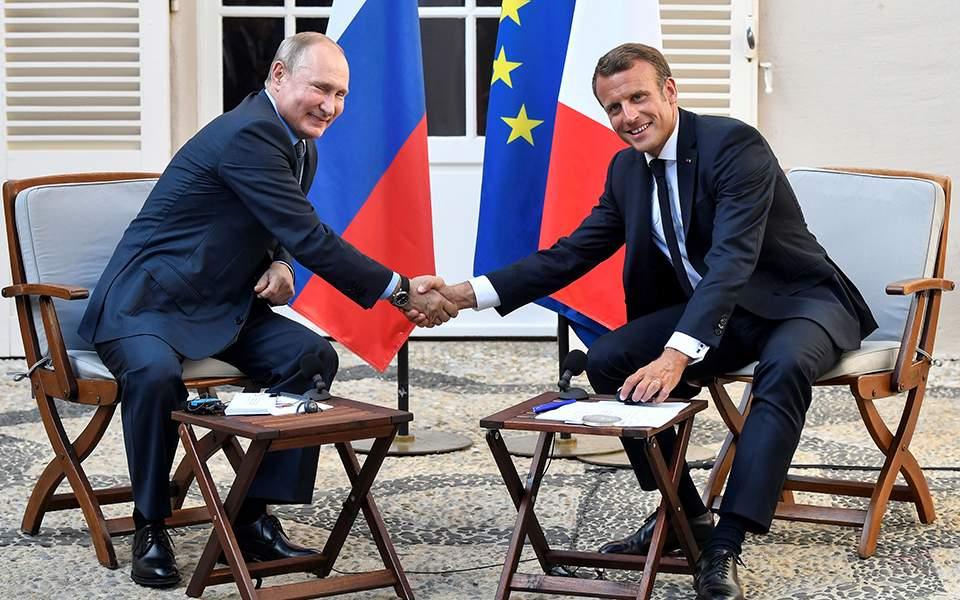 Πούτιν σε Μακρόν: Δεν θέλουμε «κίτρινα γιλέκα» στη Μόσχα
