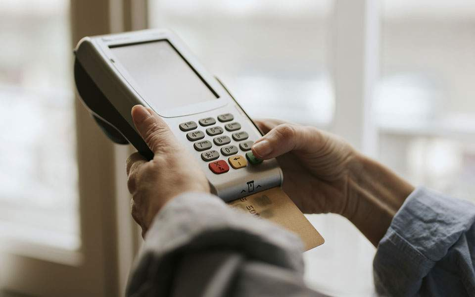Ουραγός στις ηλεκτρονικές πληρωμές η Ελλάδα στην Ε.Ε.