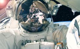 astronaut_554387509