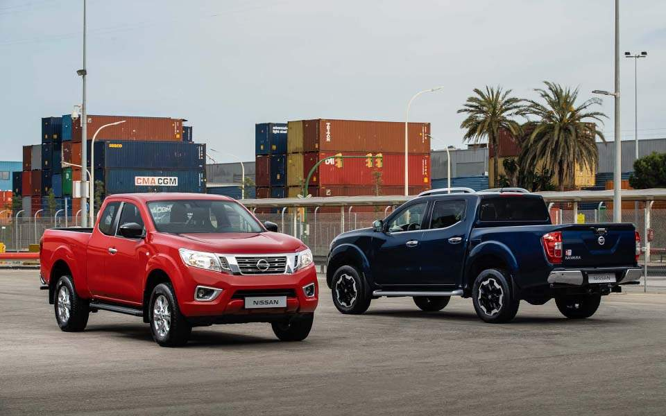 nissan-navara---king-cab-red-and-double-cab-blue