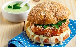 65120824_5925_burger_burger-solomou