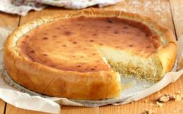 cheesecake-me-meli-ke-karidia