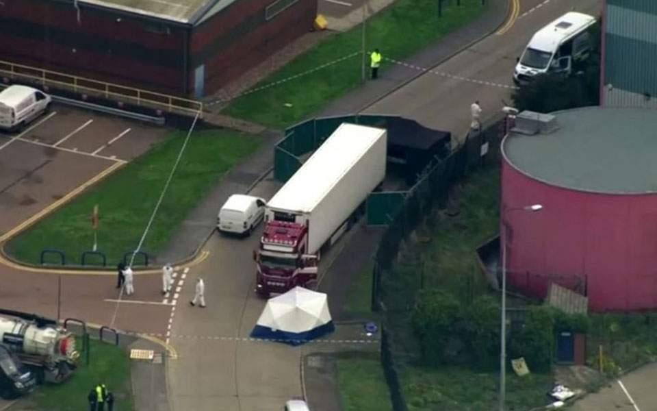 hallan-39-cuerpos-dentro-de-un-camion-en-essex-detienen-al-conductor-reuters-1-1045x602