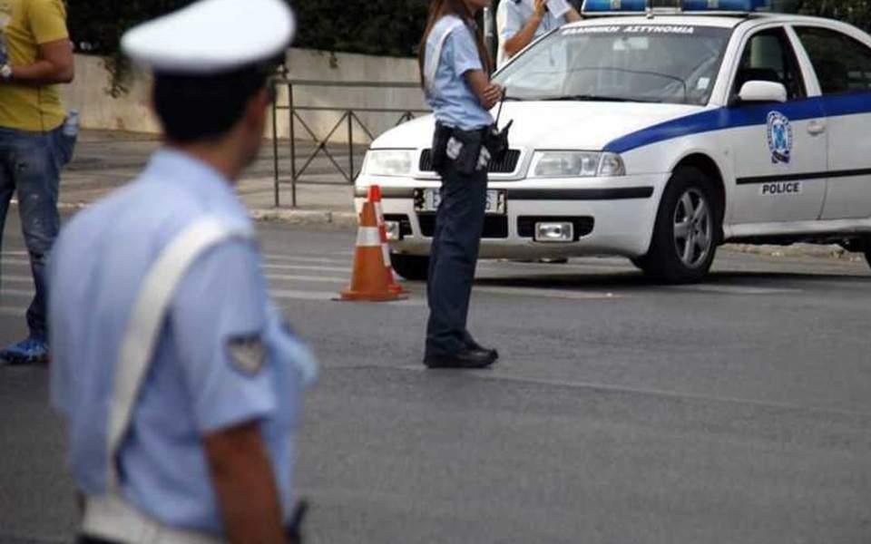 Συλλήψεις, κλήσεις και αφαίρεση πινακίδων χθες το βράδυ στην Πλατεία Λυκαβηττού