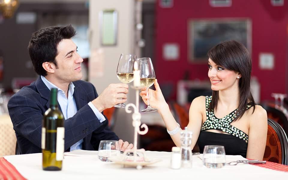 ραντεβού που πληρώνει για δείπνο δημιουργία ενός ελκυστικού προφίλ γνωριμιών