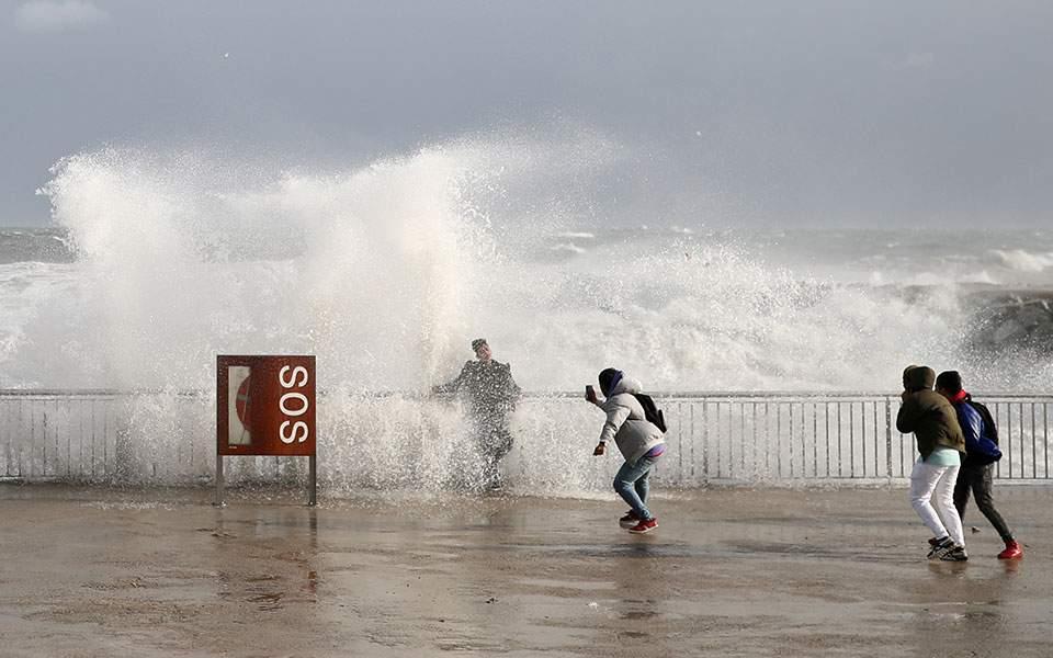 2020-01-20t184503z_569344856_rc2rje9vslw4_rtrmadp_5_spain-weather-storm-gloria