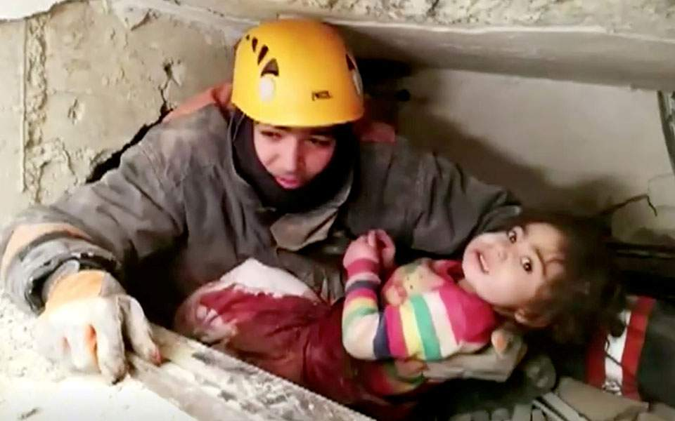 2020-01-26t031514z_1437362466_rc28ne9fvtew_rtrmadp_5_turkey-quake-girl-rescue