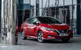 nissan-leaf_red-1