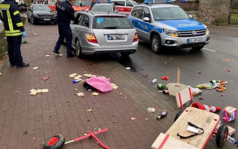 2020-02-24t153126z_156227406_rc237f9a2o7c_rtrmadp_5_germany-carnival-crash