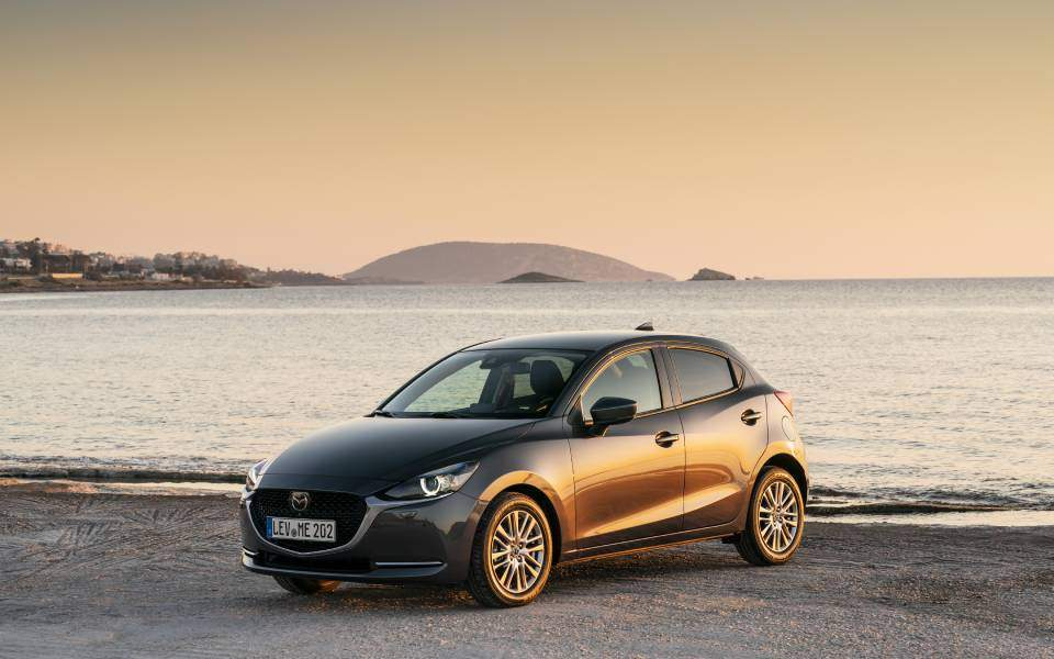 2020-mazda2_machine-grey_still_3