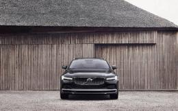 262604_the_refreshed_volvo_s90_recharge_t8_plug-in_hybrid_in_platinum_grey_-1