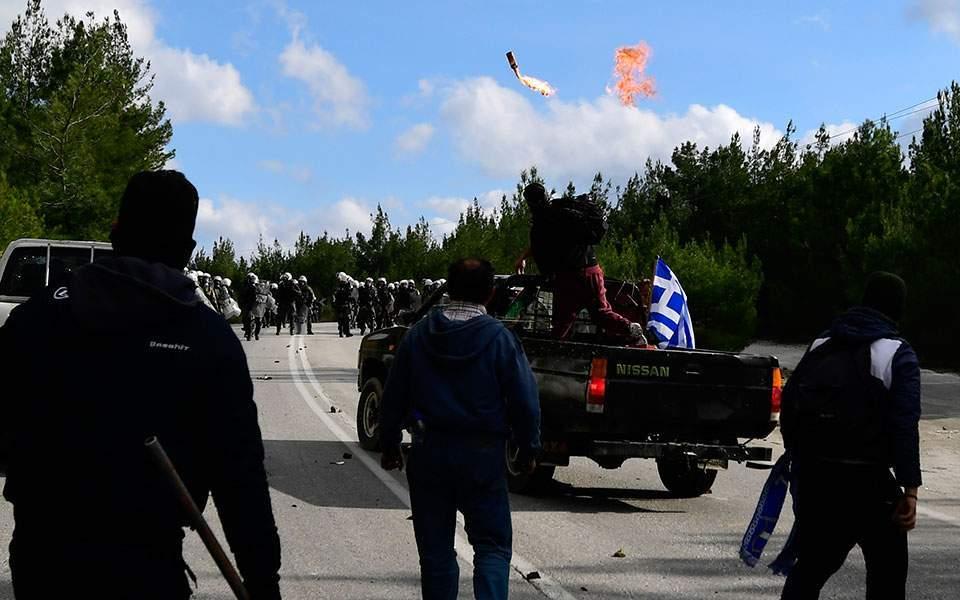 aptopix_greece_migrants_66746jpg-89899-thumb-large--2