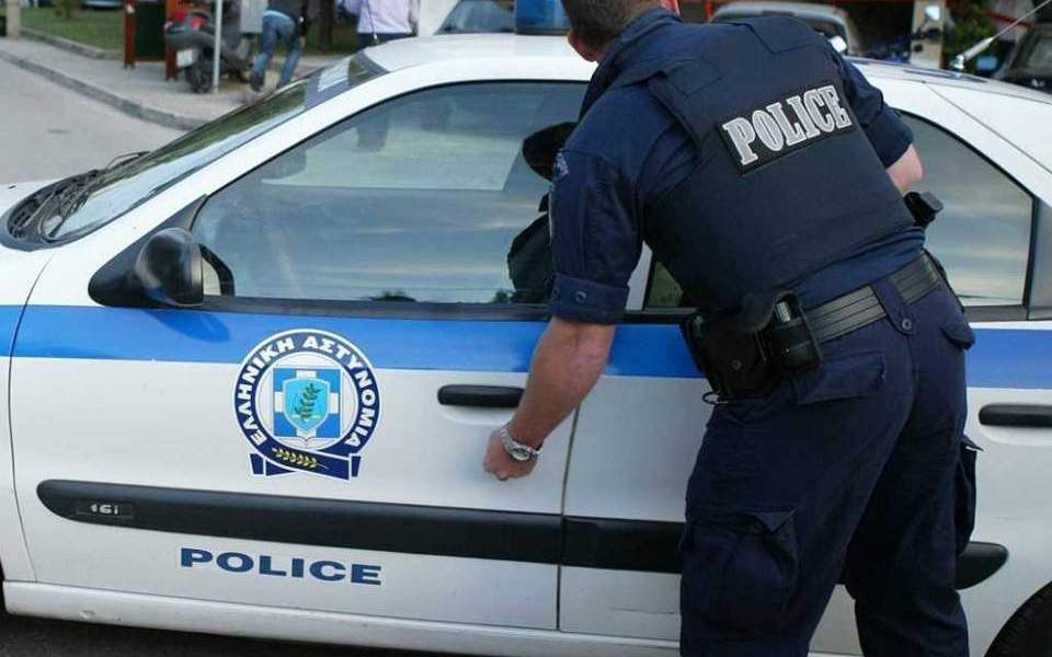 Εμπρηστικός μηχανισμός σε πρόσοψη κτιρίου στο Πέραμα - Προκλήθηκαν μικρές υλικές ζημιές